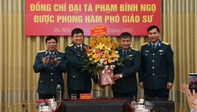 Trưởng phòng Tài chính Quân chủng Phòng không - Không quân nhận danh hiệu Phó Giáo sư
