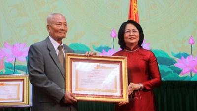Nguyên Chủ tịch Mặt trận Vĩnh Long nhận danh hiệu Anh hùng Lao động