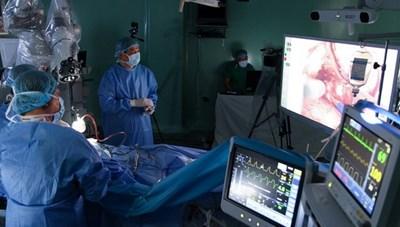 Phẫu thuật bằng robot trong công cuộc chống dịch Covid-19