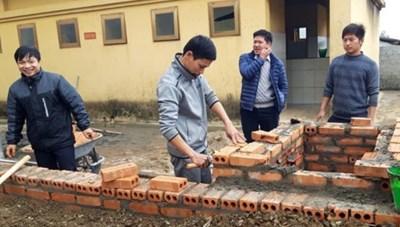 Thầy giáo vùng cao sáng chế cấp nước nóng từ công nghệ ủ trấu