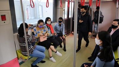 Người dân háo hức với metro Nhổn - Ga Hà Nội