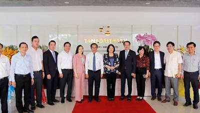 Phó Chủ tịch nước thăm Nhà máy Tân Á Đại Thành Long An