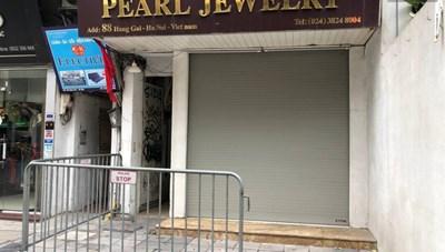 Hà Nội phong toả, chốt chặn một căn nhà ở phố Hàng Gai vì liên quan Covid-19
