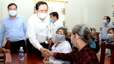 BẢN TIN MẶT TRẬN: Chủ tịch Trần Thanh Mẫn thăm, tặng quà gia đình chính sách tại Cần Thơ
