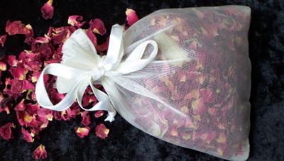 Cách làm hoa khô, nước hoa hồng, muối tắm