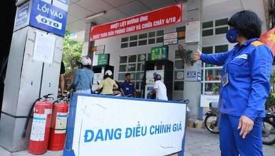 Giá xăng tăng mạnh hơn 800 đồng/lít từ 15h chiều nay