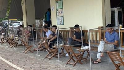 Từ mai, nhà hàng, cà phê phục vụ trong nhà mở cửa trở lại ở Hà Nội