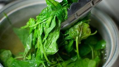 Loại rau nào cần phải chần qua trước khi nấu?