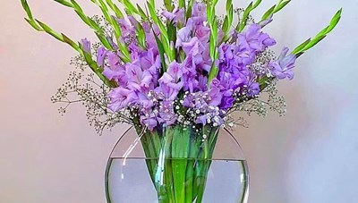 [ẢNH] Cách cắm hoa lay ơn 'siêu đẹp' dịp 8-3