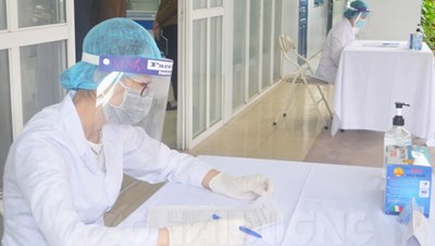 Hải Dương: 80 phụ nữ được ưu tiên tiêm trước vaccine Covid-19 nhân ngày 8-3