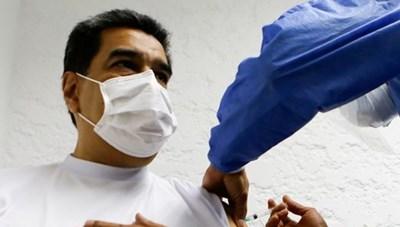 Tổng thống Venezuela được tiêm liều vaccine Sputnik V đầu tiên