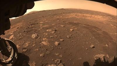 Tàu thám hiểm 6 bánh 'tìm kiếm' dấu hiệu của sự sống trên Sao Hỏa