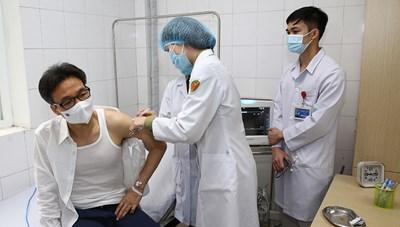 Phó Thủ tướng Vũ Đức Đam tiêm thử vaccine Covid-19 Nano Covax