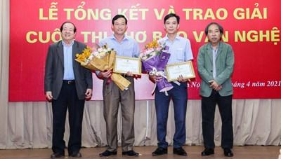 Thơ Việt thế… thì giải chỉ thế thôi?