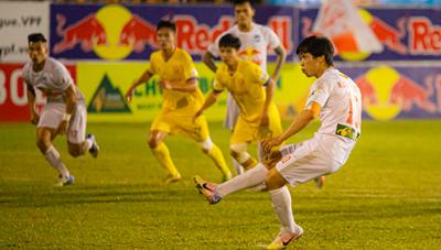 HA Gia Lai thắng nhờ penalty gây tranh cãi, Ban trọng tài nói gì?