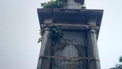 Đài phun nước bị… buộc