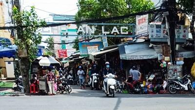 'Lùm xùm' chợ Sắt, chính quyền chậm xử lý