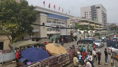 Hàng trăm cán bộ, nhân viên nghỉ việc: Điều gì đang diễn ra ở Bệnh viện Bạch Mai? - Chảy máu chất xám, người bệnh thiệt thòi