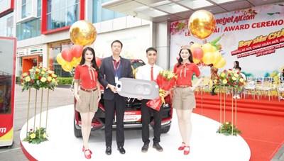 Khách hàng của Vietjet nhận xe hơi trị giá 1,5 tỷ đồng