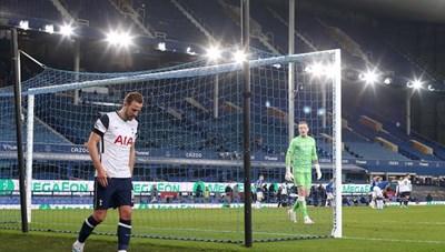 Harry Kane dính chấn thương sau màn giải cứu Tottenham