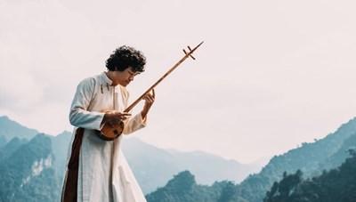 Người tôn vinh các nhạc cụ dân tộc