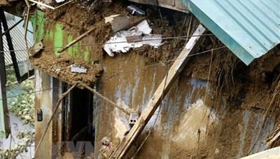 Lào Cai: Lũ ống bất ngờ đổ về trong đêm khiến ít nhất 3 người chết