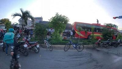 Phú Yên: Xe tải tông liên hoàn 5 ô tô đang dừng đèn đỏ
