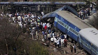 Ấn Độ: Xe tải lao vào tàu hỏa, 5 người thiệt mạng