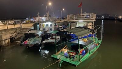 Quảng Ninh: Xử lý phương tiện vi phạm khu vực ven bờ Vịnh Hạ Long