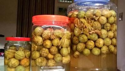 Không dùng đồ nhựa, Inox để ngâm, muối hoa quả chua lâu ngày