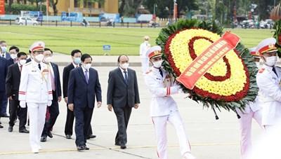 [ẢNH] Lãnh đạo Đảng, Nhà nước vào Lăng viếng Chủ tịch Hồ Chí Minh
