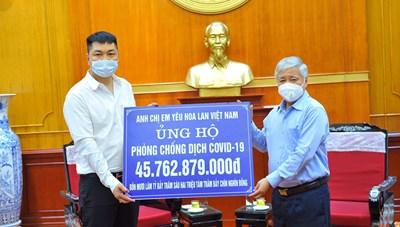 [BẢN TIN MẶT TRẬN]: Chủ tịch Đỗ Văn Chiến tiếp nhận ủng hộ công tác phòng, chống dịch Covid-19