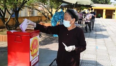 Cận cảnh bầu cử trong khu cách ly ở Bắc Ninh
