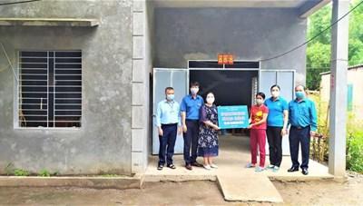 Quảng Ninh: Bàn giao nhà cho hộ nghèo