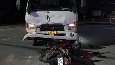 Quảng Ninh: Xe tải chuyển hướng sai gây tai nạn, 2 người bị thương nặng