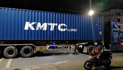 Quảng Ninh: Hai người thương vong do bị xe container cán qua người
