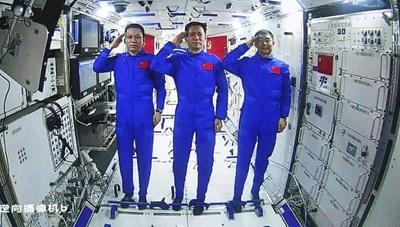 Trung Quốc: 2 phi hành gia Trạm Vũ trụ Thiên cung đi bộ ngoài không gian