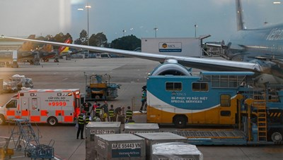 Máy bay đưa bệnh nhân 91 về Anh đón 340 người Việt hồi hương