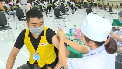 Quảng Ninh: Tiêm hơn 7.700 liều vaccine phòng Covid-19 cho công nhân tại TX Quảng Yên