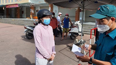 Phú Yên: Người dân đi chợ bằng phiếu