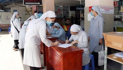 Gần 700 đồng bào có đạo tham gia hỗ trợ tuyến đầu chống dịch