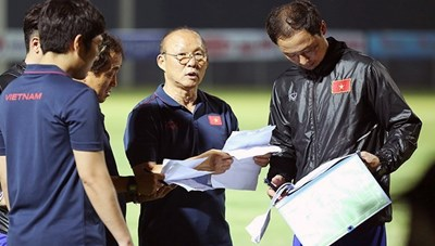 Vì sao HLV Park liên tục trọng dụng trợ lý Hàn Quốc lên tuyển Việt Nam?
