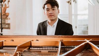 Nguyễn Việt Trung tham gia cuộc thi piano quốc tế F. Chopin 18