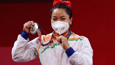 Cô bé gánh củi hay khóc nhè trở thành người hùng Olympic