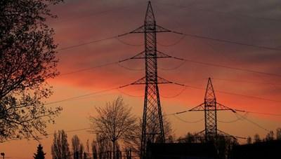 Năng lượng điện mùa nắng nóng: Mối lo toàn cầu