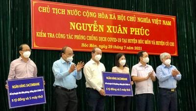 [ẢNH] Chủ tịch nước, Chủ tịch UBTƯ MTTQ Việt Nam kiểm tra công tác phòng, chống dịch tại TP HCM
