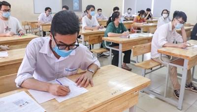 Đối sánh giữa học và thi: Học bạ được 'làm đẹp'