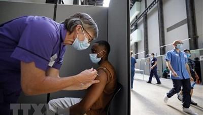 Tiêm chủng giúp ngăn chặn 60.000 ca tử vong vì Covid-19 tại Anh