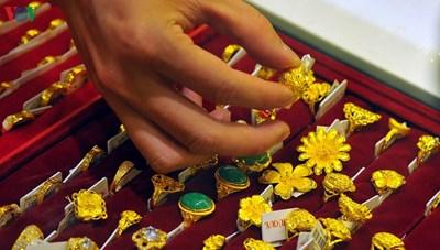 Giá vàng thế giới thấp hơn giá vàng SJC 2,5 triệu đồng/lượng