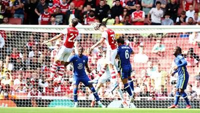Hàng thủ sai lầm nghiêm trọng, Arsenal gục ngã trước Chelsea